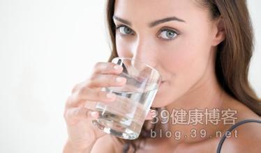 孕期补钙喝汤不如喝牛奶